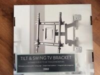 "For sale tilt and swing tv bracket 26""-46"" £30 ono"