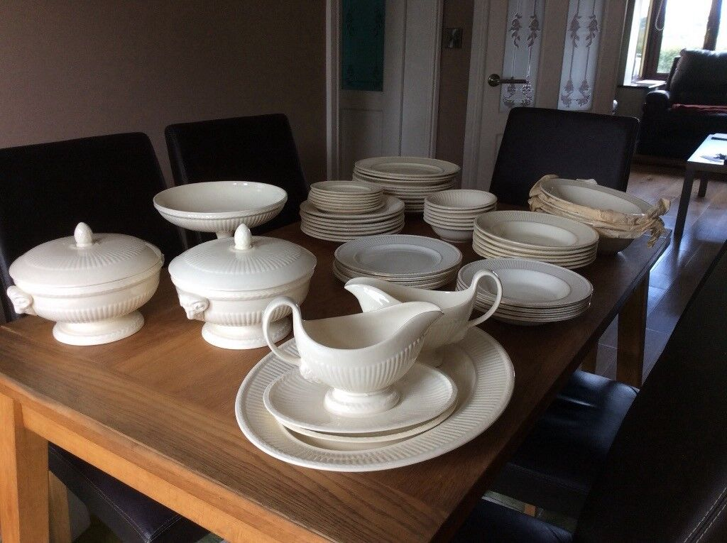 Wedgwood Queensware 'Edme' dinner service