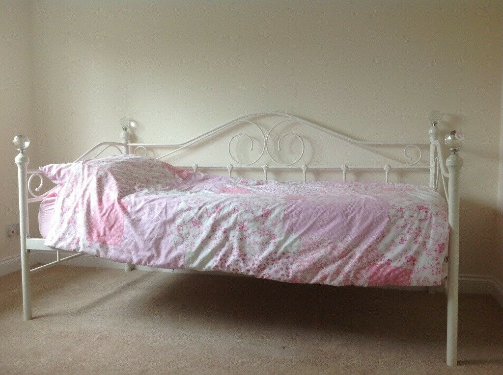 Firenze Cream Metal Crystal Daybed With Trundle Fads And