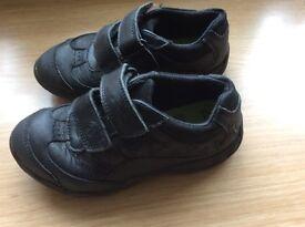 Clarks school shoes size 9 1/2 F