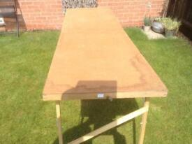 A folding wall papering table