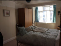 Large Double close to tube and shops, in friendly flatshare