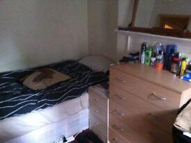 SINGLE ROOM IN ALDGATE EAST £ 115 WEEK BILLS INCLUDED