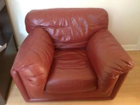2 Large Single Leather Arm Chairs rrp £750 each Mint Condition