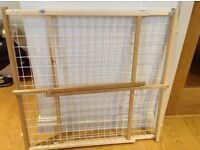 Adjustable removable baby gate