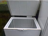 white Medium chest freezer 90cm....cheap free delivery