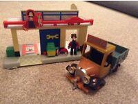 Postman Pat Ted Glen figure, garage and builder's van set.