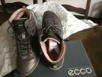 Ecco women's leather boot size 5.