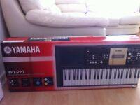 Yamaha YPT 220 - Electronic Keyboard