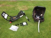 Britax car seat with fitted adaptors & isofix base.