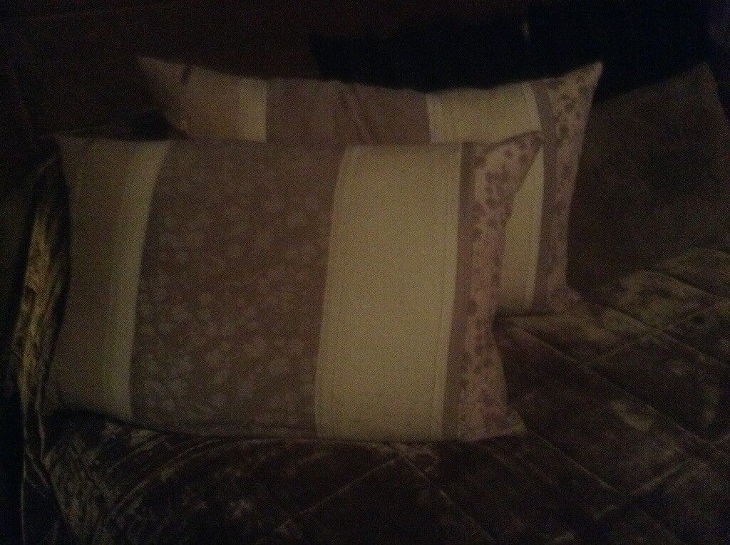 LAURA ASHLEY PAIR OF MATCHING FEATHER CUSHIONS NEW