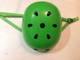 Micro Scooter safety helmet - Micro - bright green - brand new - adjustable - kids helmet As new!