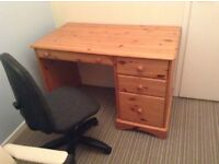 Desk and chair £20 Ono for quick sale