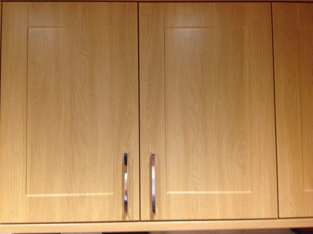Appliances and Howdens Kitchen doors, Bosch hob, oven, Lamona dishwasher,and hood