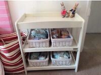 Baby changer in White