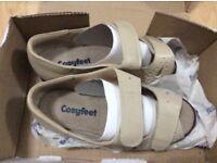 Cosyfeet Connie cream size 4 sandals