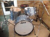 LUDWIG CLASSIC MAPLE 4 PIECE ONLY 2 MONTHS OLD AS NEW CONDITIONf