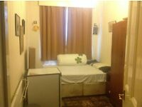 Beautiful specious room avilable to rent for single female