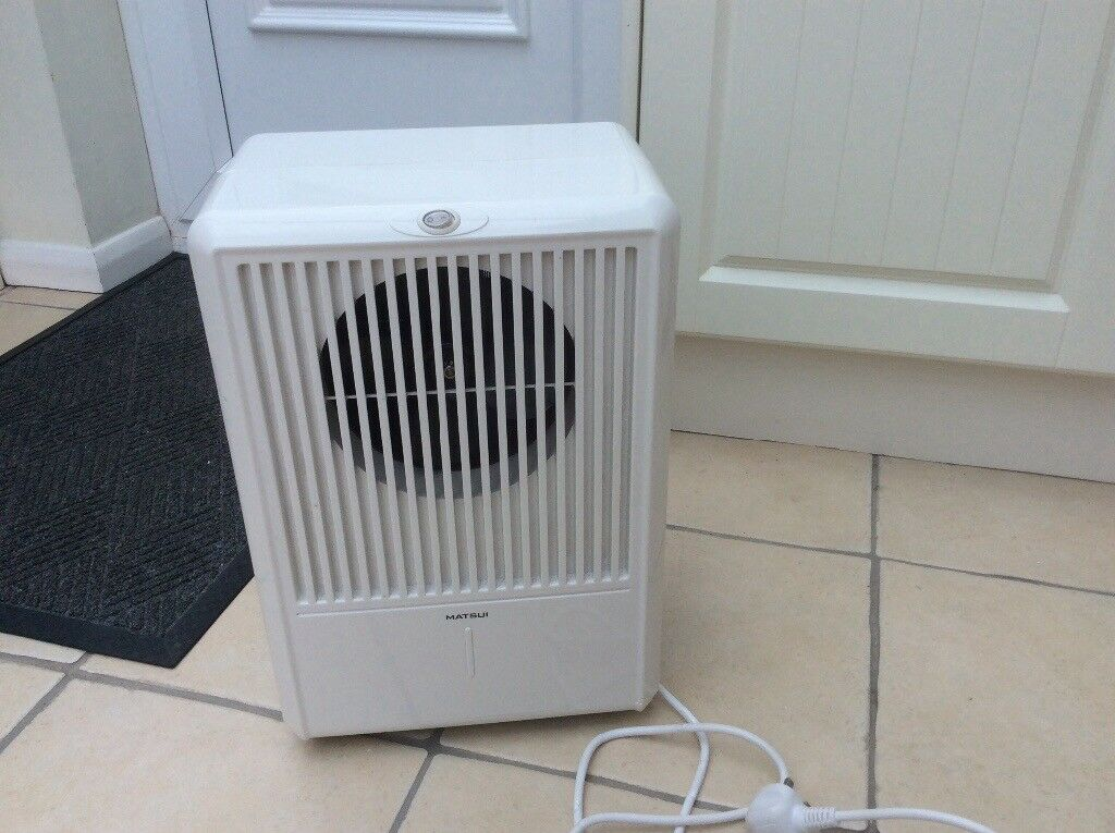 Matsui dehumidifier; neat and discreet; continuous drainage; 10L in 24 hours; coaster wheels