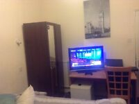 room to rent | available now | £440pm | just off gloucester road