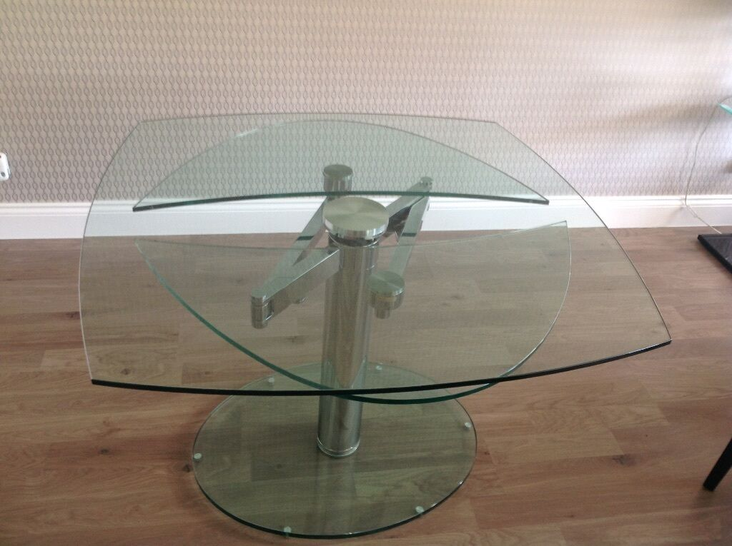 Dwell luca glass extending table 999 retail must sell for Table watford