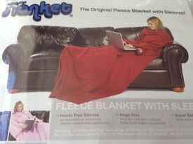 The FLANKET, a fleece with sleeves