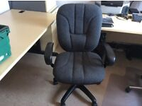 Very comfortable desk/computer chair