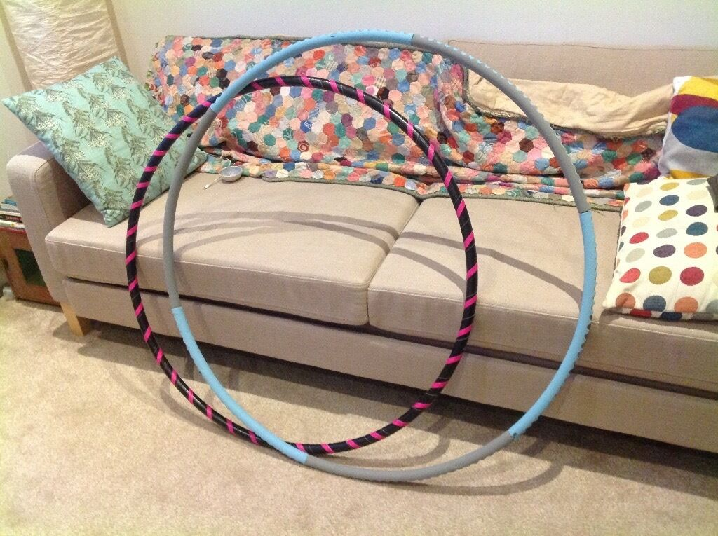 Weighted fitness hula hoop and light dance hula hoop. Also kidney shaped fitness ballin Seaford, East SussexGumtree - Weighted fitness hula hoop and light dance hoop for sale. Also a fitness ball in a kidney shape. Hula hoops are excellent for fitness and core strength! I also have 2kg weights I can throw in too. I put my foot to show how big the ball is! All in...