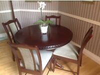 MAHOGANY DINING TABLE WITH 4 CHAIRS. GREAT CONDITION. EXPANDABLE. £120