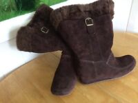 Ladies Hush Puppy Boots - size 5