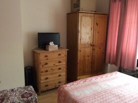 Double Room in clean and welcoming house