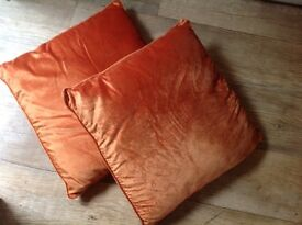 """2 x GOLD CUSHIONS 19"""" x 19"""", USED, Excellent CONDITION."""