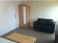 MASSIVE room for nice neat COUPLE. E16 Canning Town tube st. Move in NoW
