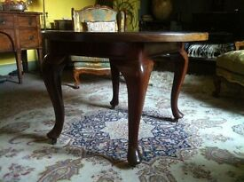 Mahogany extenable table and 4 matching chairs