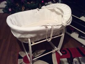 Clair -de - Lune Moses basket and rocking stand in white
