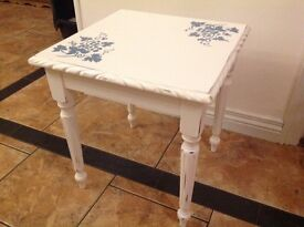 Smal occasional chalk painted table