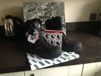 Safety work boots, size 10. Rock fall, Titanium. RF4500.NEW in box.