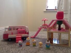 Hello kitty house and camper van with figures