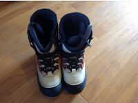 DEE LUXE Snowboarding Boots Size 11 UK great condition