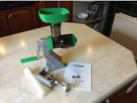 Tribest Z Star Manual Juicer.