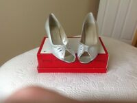 Ladies Shoes size 6 (Pebble Orlando)