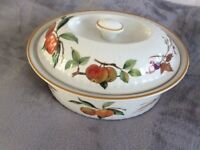 Royal Worcester Evesham gold edge casserole dish/tureen