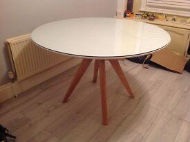 Circular dining table for sale. 1.2 metre diameter.