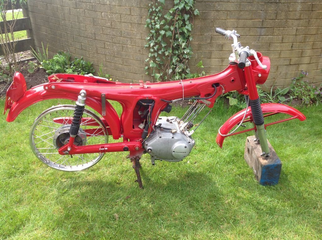 honda ss 125 twin motorbike 1969 dismantled but all parts. Black Bedroom Furniture Sets. Home Design Ideas