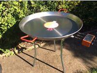 Paella pan, burner and tripod