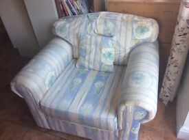 Single arm chair in excellent condition