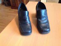 Ladies Black chunky heel shoes uk size 7