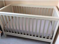 Mamas and Papas quality nursery furniture set. 5 matching pieces!