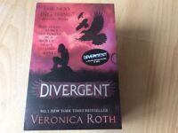 Divergent Trilogy Box set BRAND NEW