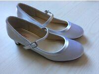 Rainbow club bridesmaid shoes, white size 4